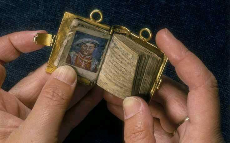 MumptyStyle Anne Boleyn book